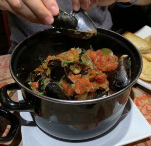Muscheln in einer Tomaten-Weißweinsauce
